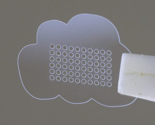 Laserschneiden und Laserbohren von Dünnglas: Schott D263