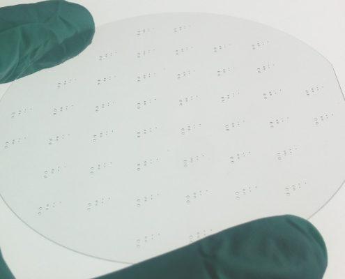 Laserbearbeitung von Glaswafer: Laserbohren und Laserstrukturieren