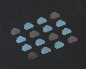 Lasermarkieren von Metall mit diffraktiven Strukturen und Farbumschlag
