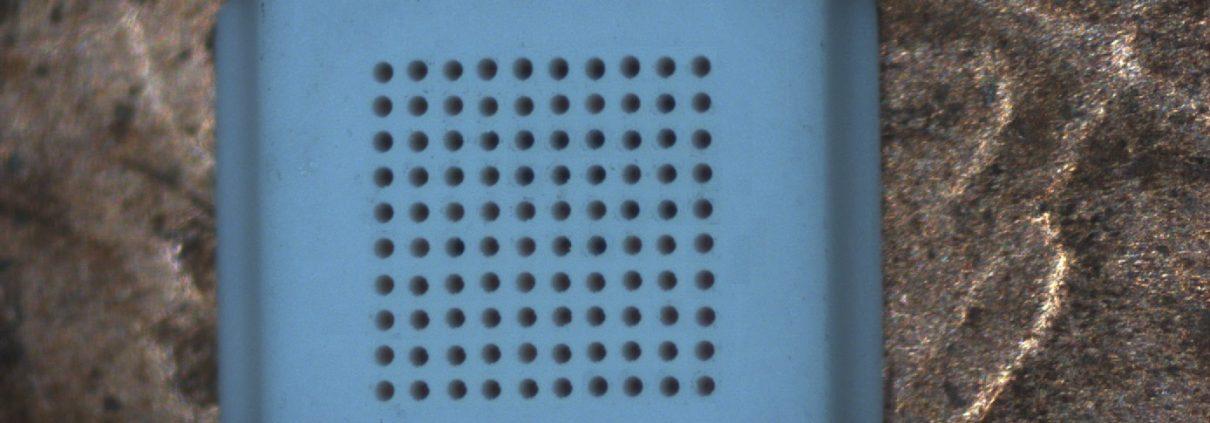 Mikrobohren in Keramik: Bohrdurchmesser 100 µm