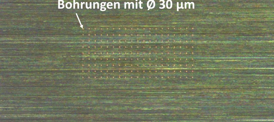 Mikrobohren in Edelstahl, Bohrdurchmesser 30 µm
